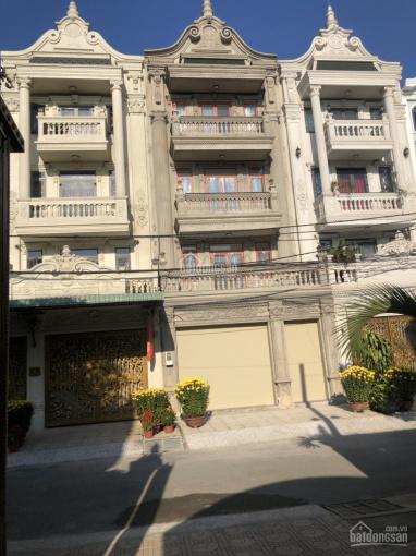 Bán gấp 3 căn nhà thiết kế tân cổ điển, DT: 6x19m/căn, giá 11 tỷ. LH: 0938077879 anh Hải