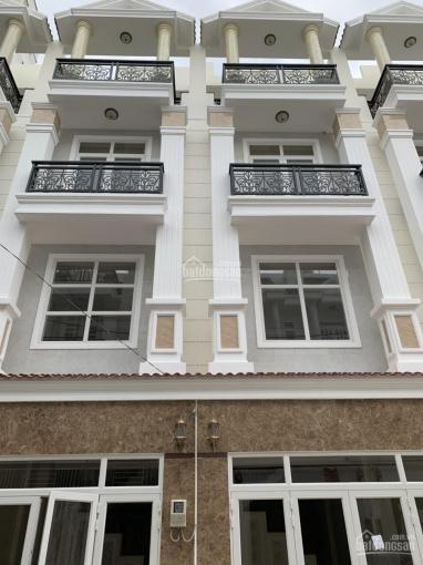Nhà đường 16 - Phạm Văn Đồng, 5.9 tỷ, sổ hồng riêng ngay siêu thị Giga Mall, LH 0903002788 BIBV