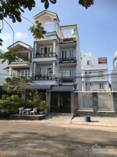 Nhà biệt thự Bình Chánh 7mx20m, 1 trệt, 2 lầu, sân thượng, 5 phòng ngủ - đẹp, ấm cúng - 15 tỷ