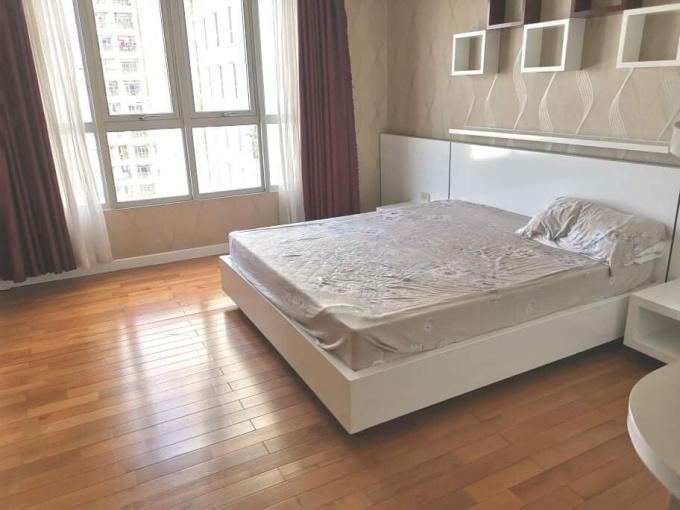 Giá tốt bán căn hộ Tản Đà Court, quận 5, giá 4.4 tỷ, 100m2, 3PN, 2WC, đối diện là hồ bơi
