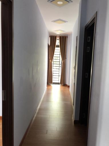 Nhà 1.8 tỷ, 1 trệt, 2 lầu, ngay sát chợ Linh Xuân, cọc 50tr hẹn ngày sang tên, LH 0919 88 2378