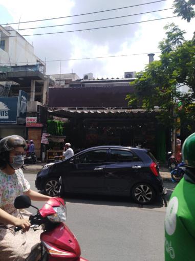 Cho thuê nhà MT kinh doanh nhà hàng đường Thành Thái Q10 (DT: 10x30m, trệt, 1 lầu) gía: 170 tr/th
