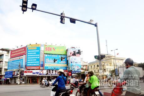 Tôi bán nhà phố Loong Toong đang cho thuê 100 triệu/tháng. Giá 20,2 tỷ, 6 tầng, 2 đường vào