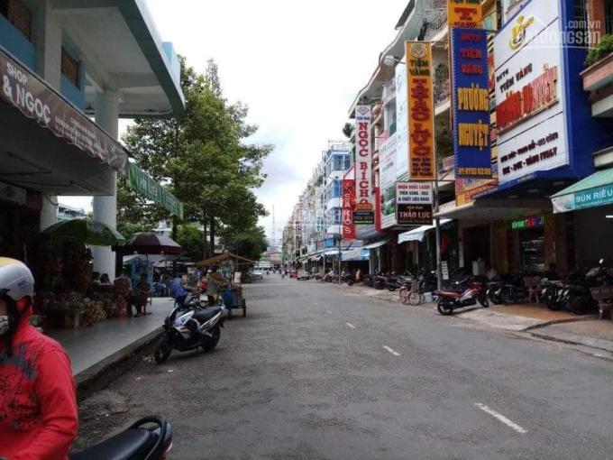 Cho thuê nhà 1 trệt, 1 lửng, 3 lầu đường Nguyễn Đức Cảnh