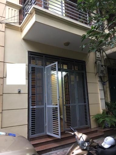 Cho thuê nhà riêng ngõ 2 Giảng Võ, ô tô đỗ cửa 80m2 x 4 tầng, MT 5m 6 phòng ngủ, 1 PK, chỉ 25 tr/th