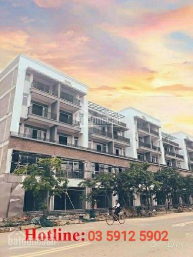 Bán nhà mặt phố, trung tâm thành phố, giá chỉ 2 tỷ, sổ đỏ vĩnh viễn. LH: 03.5912.5902