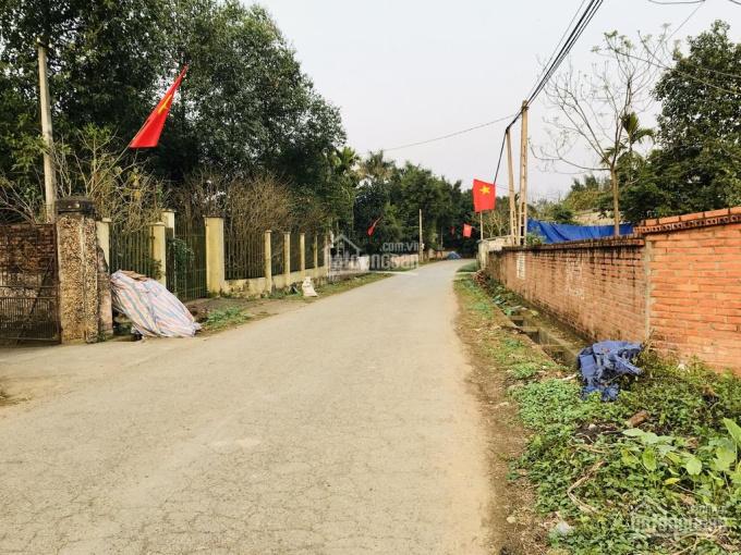 Bán đất 40m mặt đường nhựa lớn lối đi vào du lịch Ao Vua, sổ đỏ chính chủ và đã xây tường bao quanh