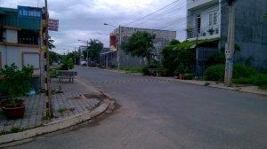Cần bán gấp lô đất MT Nguyễn Duy Trinh, đối diện Villa Khang Điền, 22tr/m2, DT 100m2, 0799812952