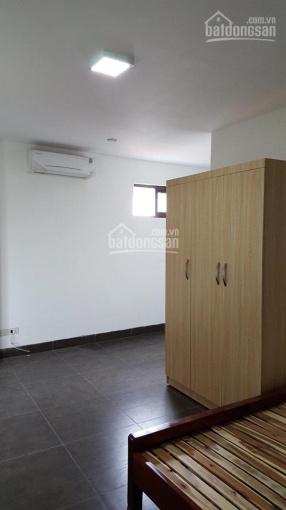 Cho thuê căn hộ tòa nhà mặt phố Ngã Tư Sở, 20m2, 3.5 tr/tháng