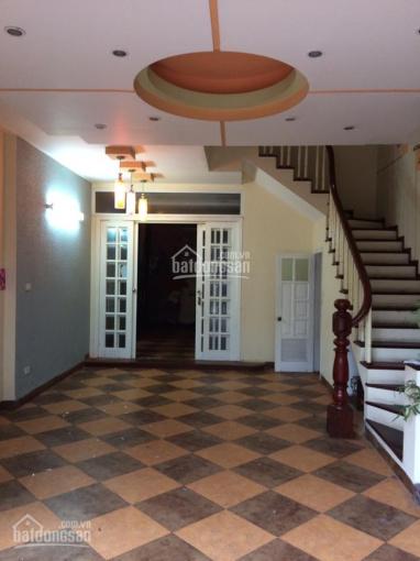 Cho thuê nhà Hoàng Cầu 65m2 x 4 tầng ô tô đỗ cửa 14tr/tháng
