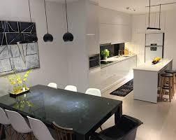 Bán căn hộ 118m2 thiết kế 3PN, 2WC Golden Palace Mễ Trì, giá 31 triệu/m2. LH: 0986982125