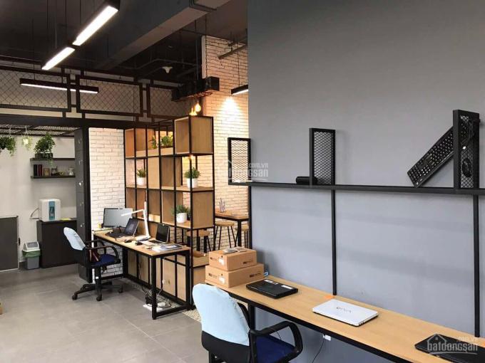 Cho thuê gấp văn phòng Sky Center, giá 19 triệu/tháng, DT 70m2, hoàn thiện. LH 0934836683