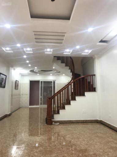 Bán nhà ngay ngã 3 Tạ Quang Bửu, Bạch Mai, 40m2 x 5T, cách phố 40m, xây mới đẹp long lanh, 3.28 tỷ