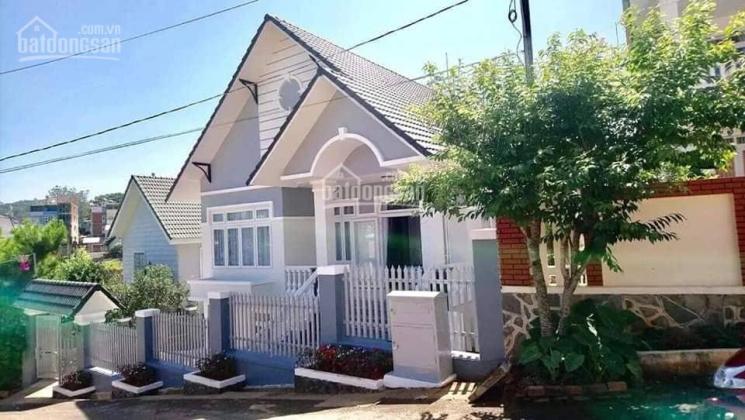 Định cư ở Úc, nên bán biệt thự trên đường Đống Đa, TP Hoa Đà Lạt, diện tích 421m2, giá rẻ 21 tỷ
