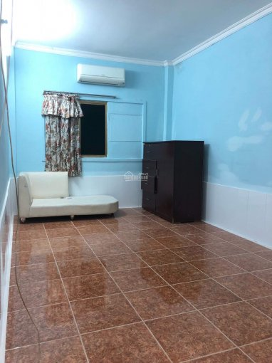 Cho thuê phòng 2 tr/th (14m2, có gác) & 3,3tr-3,5tr/th có điều hòa, nội thất cơ bản. 903 đường 3/2