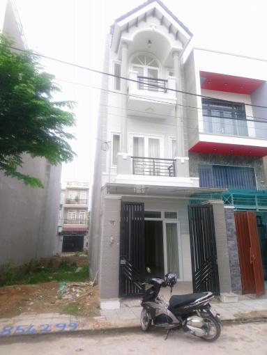 Bán nhà Võ Văn Hát, 1 trệt 2 lầu, 3PN, 3WC, sổ hồng riêng