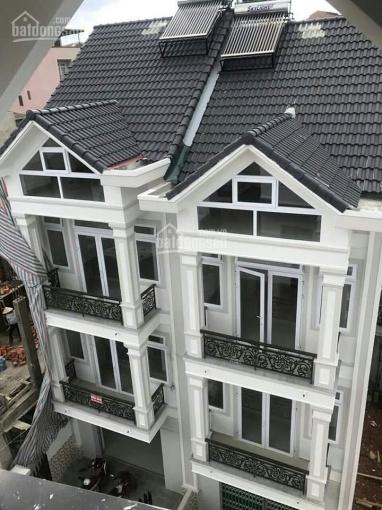 Cần bán 2 căn nhà sát nhau (1 cặp song sinh) ở Đà Lạt. Đường ô tô sổ riêng xây dựng đã hoàn công