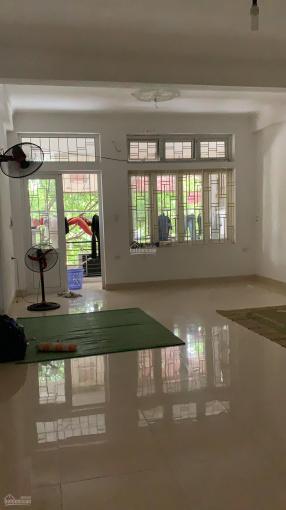 Cho thuê nhà mặt phố Nguyễn Lân 100m2 x 3 tầng, mặt tiền 5m, 25 tr/tháng! Riêng biệt