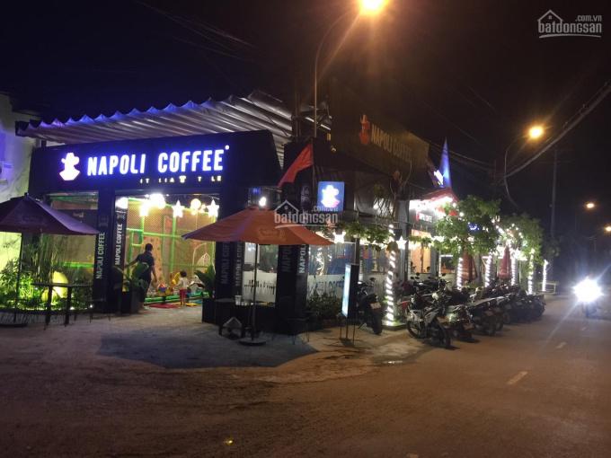 Cần bán nhà đất, toàn bộ quán coffee biệt thự, sân vườn 2 mặt tiền đường chính Hóc Môn (350m2)