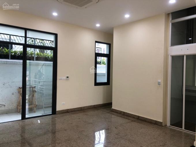Cho thuê shophouse diện tích 86m2 tầng 1, hoàn thiện nội thất, giá 33 tr/th. Lh: 0911116861