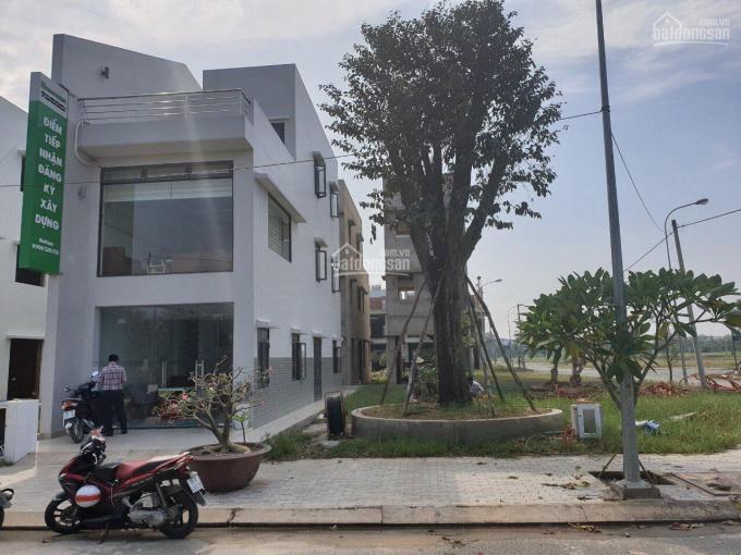 Bán lại nền góc ngã tư Làng Sen Việt Nam, diện tích 105m2, cam kết chính chủ. LH 0901098086