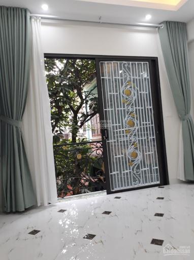 Tôi cần bán nhà 4 tầng Phan Đình Giót, La Khê, HĐ. Ô tô 7 chỗ vào nhà, có sân chơi riêng, giá 2tỷ25