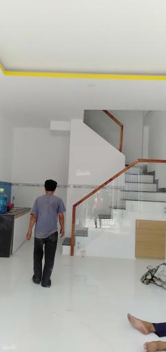 Nhà đúc 3.5 tấm, đường nhựa 8m thông, nay Hương Lộ 2, sổ hồng chính chủ sang tên, 2.28 tỷ