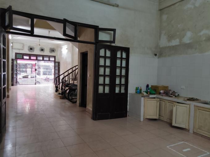 Cho thuê nhà mặt phố 101B Nguyễn Khuyến, Đống Đa. LH 0936251107