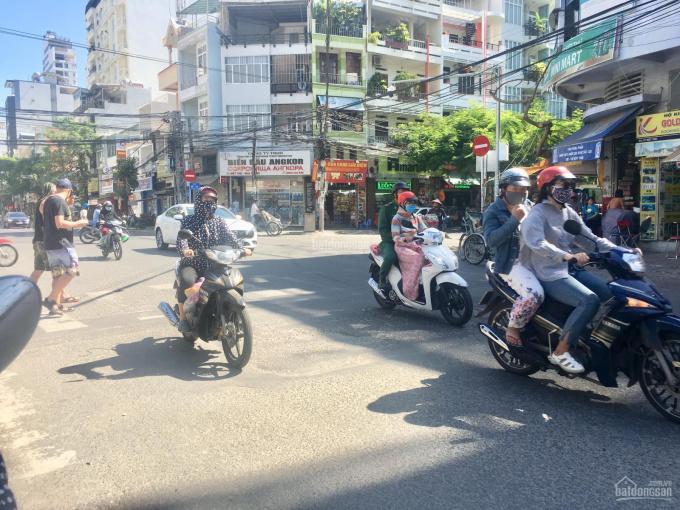 Chuyên cho thuê các mặt bằng vị trí đẹp, giá tốt tại TP Nha Trang. LH: 0982497979