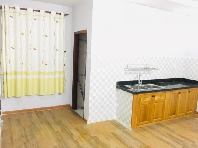 Cho thuê căn hộ 1 phòng ngủ 2 WC 50m2, 5tr ngay Lăng Cha Cả, Q. Tân Bình