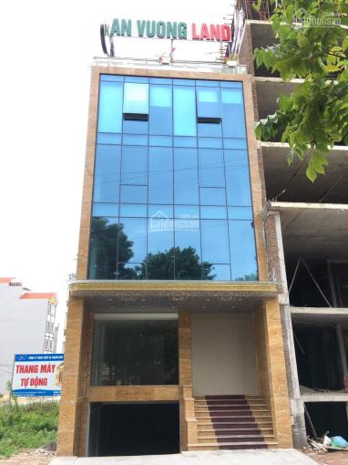 Bán 80m2 đất khu đấu giá vòng xuyến Văn Giang, lô duy nhất dãy 80m2 bán, tiện xây KD