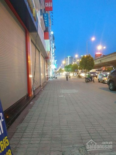 Cần cho thuê mặt bằng lô góc làm kinh doanh showroom, ngay ngã tư Nguyễn Trãi, DT 135m2/sàn