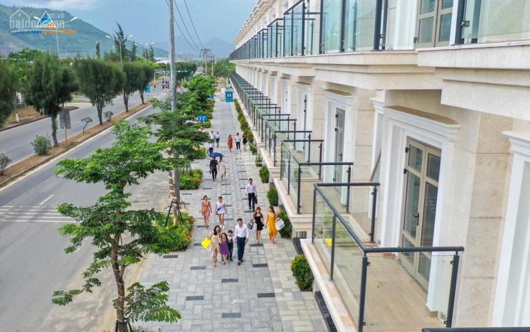 Bán nhà mặt phố 3,5 tầng đường Mê Linh, trung tâm Quận Liên Chiểu, giá từ 4,5 tỷ. LH: 0965192772