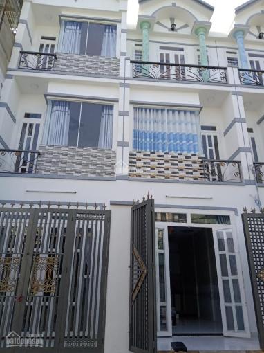 Nhà mới 100%, 2 lầu, DTSD 120m2, nằm mặt tiền đường tiện kinh doanh, buôn bán