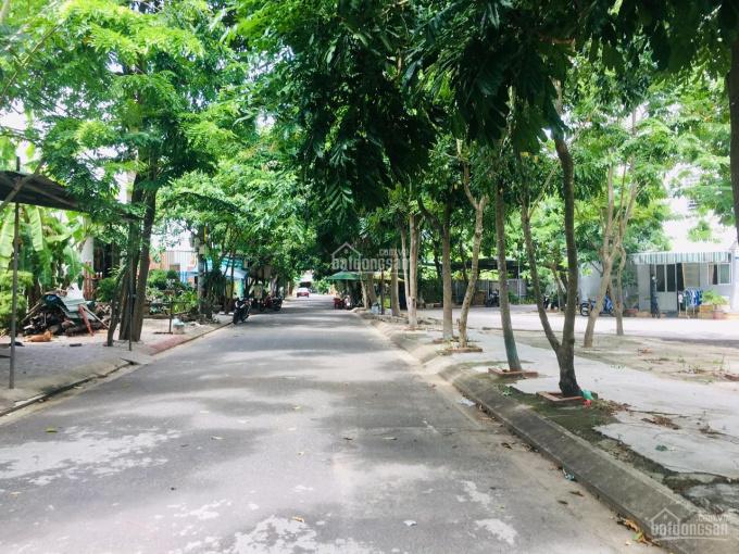 Bán 100m2 đất ở đối diện công viên và chung cư lớn đầu đường Phong Bắc 6 giá rẻ cho anh chị mua ở