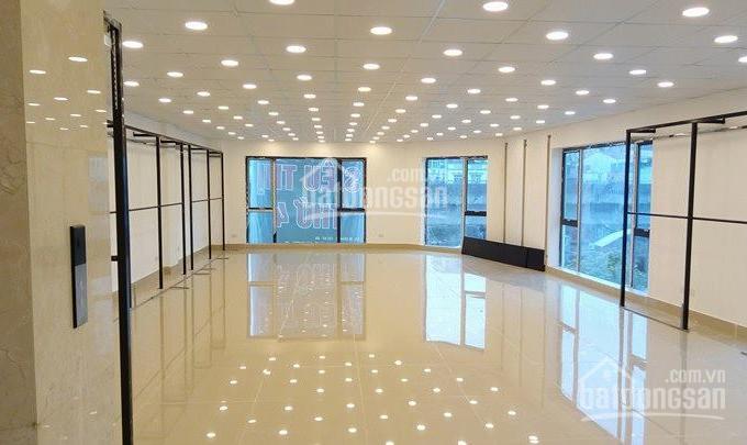 Cho thuê văn phòng tại Vincom Center Lê Thánh Tôn, Quận 1 - DT: 385m2 - Giá: 340 triệu/th