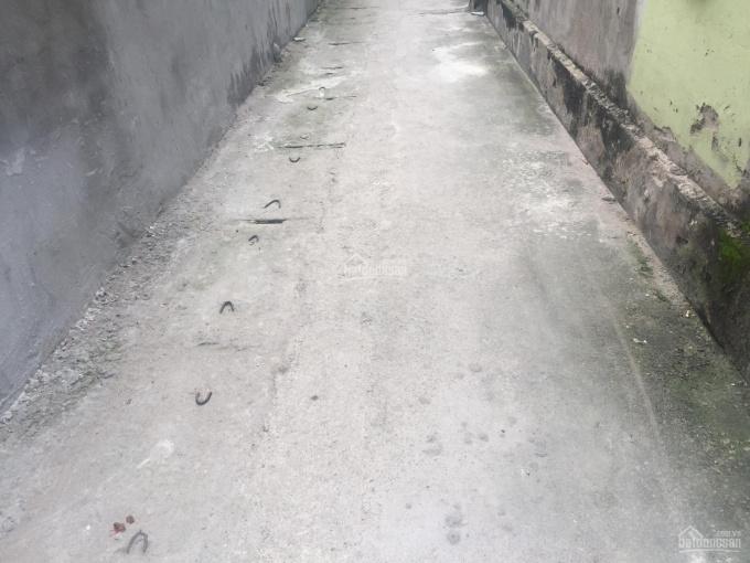 Bán đất Thôn Ái Mộ, xã Yên Viên, H. Gia Lâm, TP Hà Nội, diện tích: 40m2, vuông vắn, rộng: 3.95m
