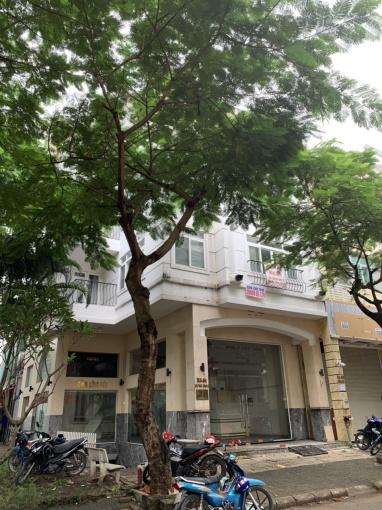 Bán gấp khách sạn phường Tân Phong, Quận 7 LH: 0911680330 gặp Chị Trang