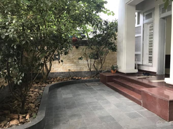 Cho thuê biệt thự cạnh trường UNIS, nhà sửa mới đẹp, 4 phòng ngủ, full nội thất xịn. LH 0942294555