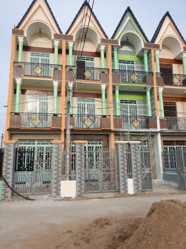 Nhà 650 triệu, 1 trệt, 1 lầu, Quốc Lộ 50 gần cầu ông Thìn, SHR, 0889999159