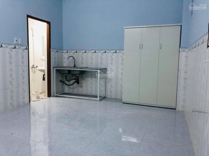 Phòng mới xây, có máy lạnh, nội thất, giờ tự do
