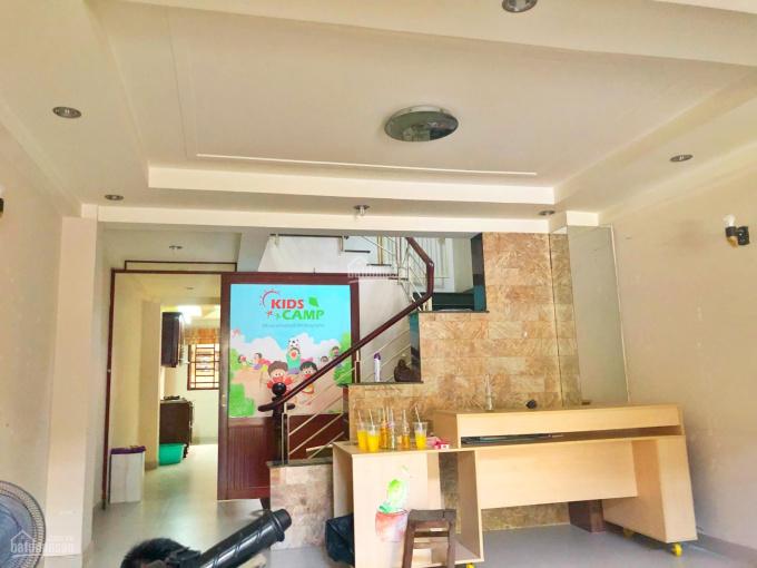 Mặt bằng ngang 5m, trệt + lửng, thích hợp văn phòng, dạy học, Nguyễn Thị Minh Khai, Quận 1
