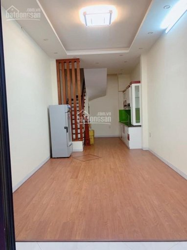 Cho thuê nhà 5 tầng mới xây khu vực Tây Hồ, DT 35m2 x 5 tầng, giá thuê 13 triệu/ tháng