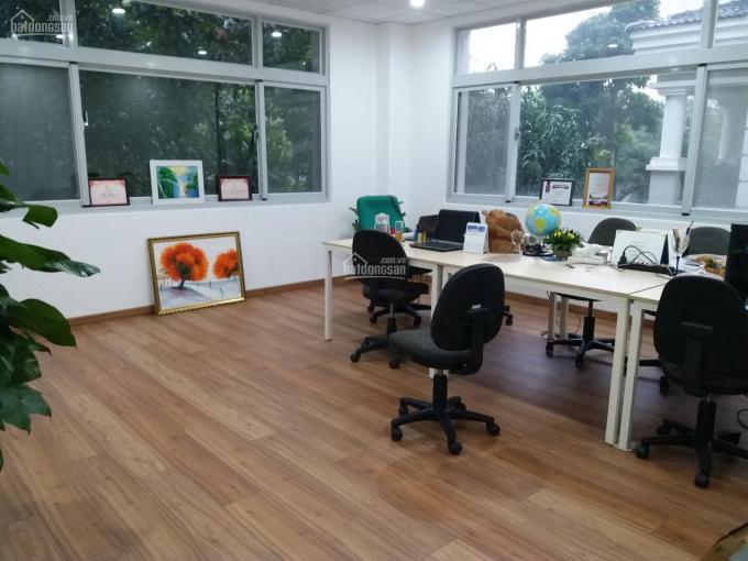 Văn phòng trung tâm Phú Mỹ Hưng quận 7, góc 2 view rất thoáng, sàn gỗ mới