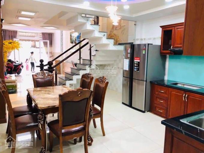 Cần vốn kinh doanh bán gấp căn nhà 240m2 ngay ĐH Nguyễn Tất Thành, đường nhựa 8m, LH 0348322355