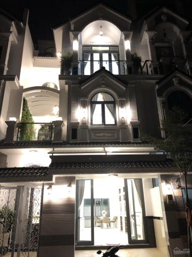 Chính chủ xây bán khu biệt thự 3 tầng, DT 6,5x13m, khu dân cư an ninh, có cổng bảo vệ 24/24