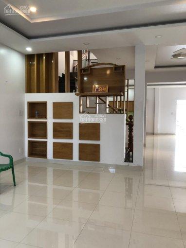 Chính chủ bán gấp nhà mặt tiền đường Trần Hưng Đạo, P. Quyết Thắng, trung tâm TP Kontum, giá rẻ