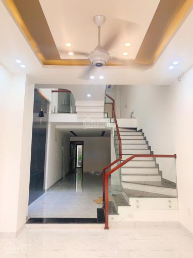 Giá rẻ đầu tư, bán nhà 3 tầng mới xây mặt tiền Tôn Đản. LH: 0903 558166 (A. Bá Triết)