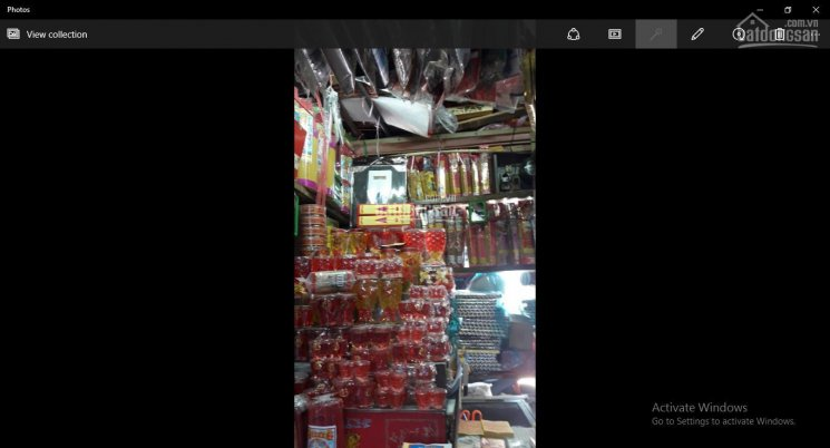 Cần sang gấp sạp nhang đèn, đồ mã đang hoạt động bình thường trong chợ Thị Nghè Quận Bình Thạnh