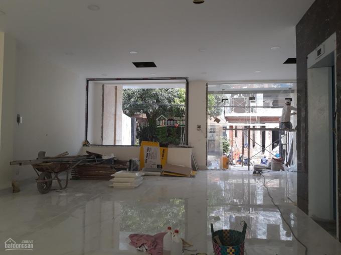 Cho thuê sàn VP, DT 8x20m 1 hầm 4 lầu, 3,5 sàn suốt, thang máy, giá 80triệu/tháng. LH: 0901380809